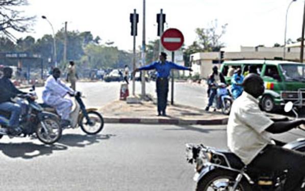Fass Mbao : Un motard fauche et brise les jambes d'un agent de la circulation