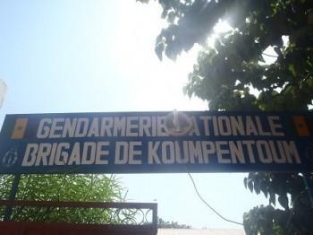 Une foule en colère s'attaque à la Brigade de gendarmerie et réclame la tête du meurtrier