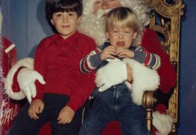 Ils se prennent en photo sur les genoux du Père Noël depuis 34 ans