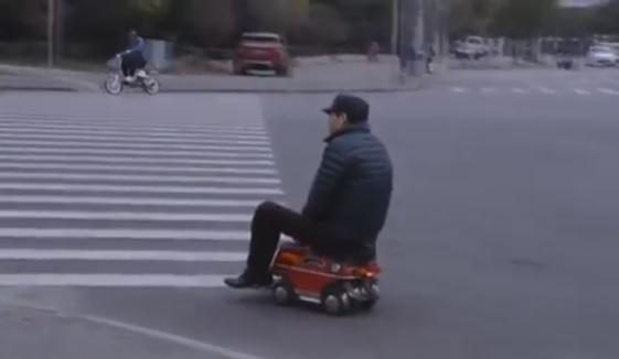 Un chinois invente la voiture plus petite du monde