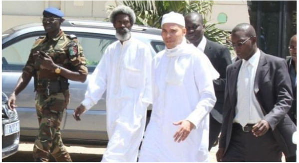 """Convocation de Karim Wade à la Crei : Ses avocats parlent de """"farce qui frise le ridicule"""" et interpellent Macky Sall"""
