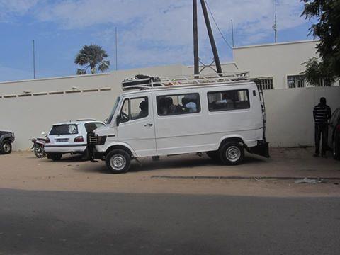 Tribunal de Kaolack: Des détenus convoyés par ce taxi-brousse