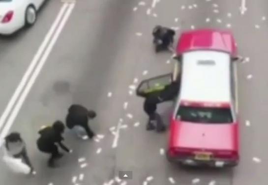 Vidéo-Hong Kong : 1,6 million d'euros sur la chaussée, la foule devient folle