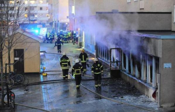 Suède: Un engin incendiaire jeté dans une mosquée, cinq blessés
