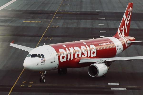 Catastrophe: Un avion d' AirAsia, à son bord 162 personnes, disparu entre l'Indonésie et Singapour