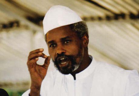 "Rencontre Me El Hadji Diouf- Idriss Déby:  Habré se fâche et  ""déchire"" la robe de son avocat"