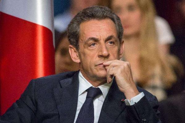 Sarkozy concocte des vœux sur Internet