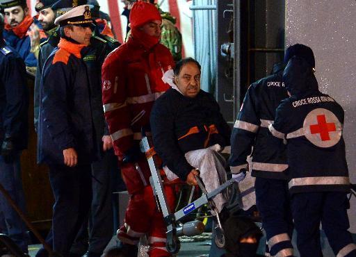 Ferry incendié: 13 morts, mais les autorités redoutent un bilan plus lourd