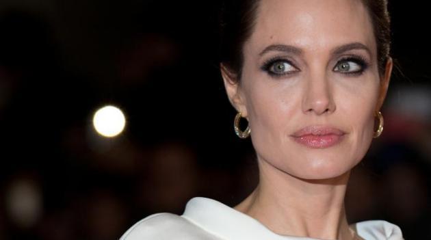 "Cinéma : Angelina Jolie signe ""Invincible"""