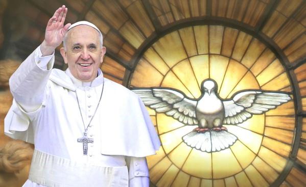 """Le Pape François élu """"Homme de l'année"""" par Boubacar Sèye de Horizon sans frontières"""