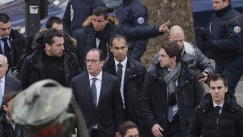 """Attaque de Charlie Hebdo : Hollande parle d'""""attentat terroriste"""""""