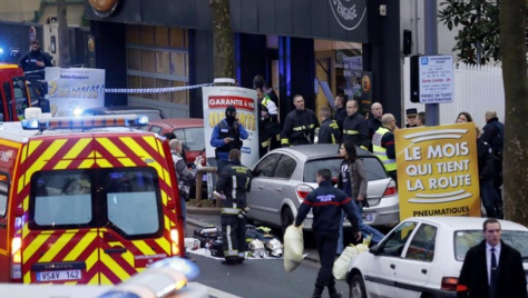 Les secours et les forces de l'ordre sur le lieu de la fusillade à Montrouge (sud de Paris) ce jeudi 8 janvier 2015. AFP