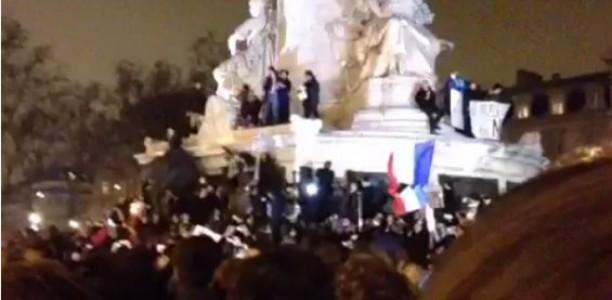 Des manifestants déchirant le Coran en pleine manifestation dédiée à Charlie Hebdo ont été éjectés