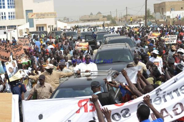 """Pose de la première pierre de l'autoroute """"Ila Touba"""" Une forte mobilisation à l'accueil de Macky Sall"""