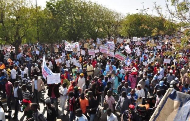 """Après Charlie Hebdo: Une contre-manifestation à Dakar et en Afrique, pour dire """"Je suis Africain"""""""