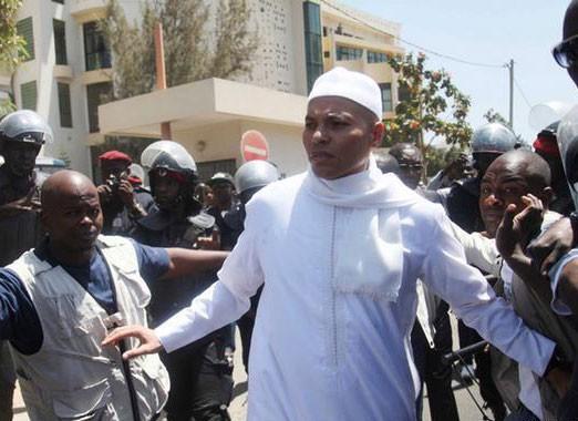 """Acculé par Antoine Diome, Omar Samb se fâche : """"C'est vraiment bizarre votre démarche, je ne suis pas un prévenu"""""""