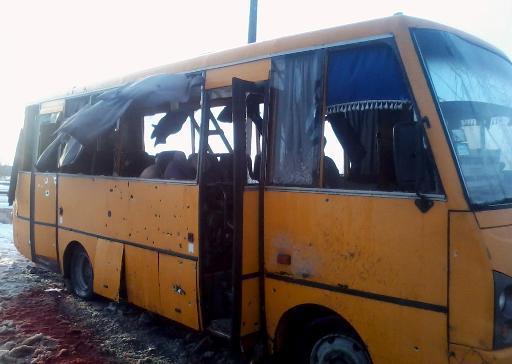 Ukraine: dix civils tués dans un bus touché par des roquettes