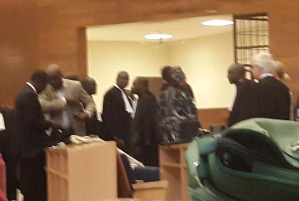 Ça chauffe au Tribunal : Le président de la Cour expulse Me Amadou Sall, la défense boude, le public se révolte