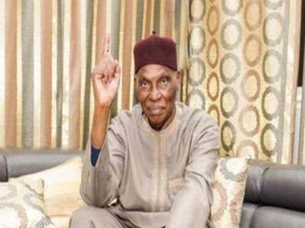"""Me Abdoulaye Wade: """"Je ne suis pas Charlie mais un musulman croyant pratiquant..."""""""