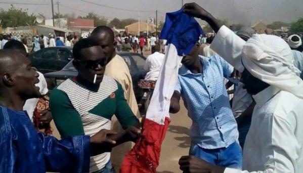 Marche contre Charlie Hebdo : Des excuses publiques de Macky Sall exigées