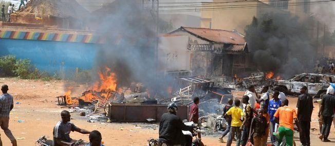"""Niger : trois églises incendiées à Niamey par les manifestants anti-""""Charlie"""""""