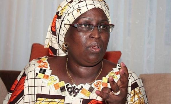 Charlie Hebdo : Penda Mbow n'exclut pas des manipulations derrière les manifs contre Macky Sall