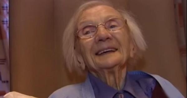 Cette femme âgée de 109 ans affirme que le secret pour vivre longtemps, c'est d'éviter les hommes