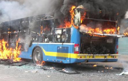 Incendie du bus DDD : Les diplômés non affectés de la Fastef nient toute implication