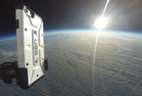 Ils testent la solidité d'une coque d'iPhone en la lançant depuis la stratosphère
