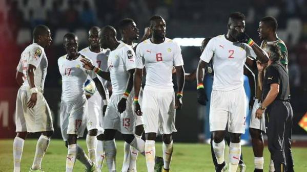 L'ambiance d'après-défaite dans le vestiaire : Sadio Mané en pleurs, Giresse muet, Papiss Demba Cissé mobilise