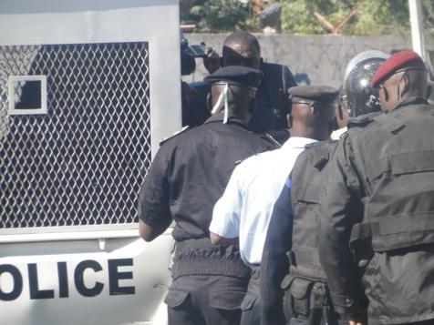 Voulant manifester à tout prix: 12 responsables du FPDR arrêtés