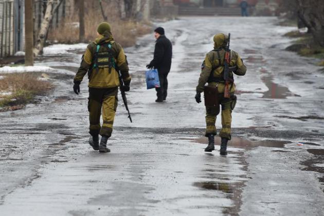 Ukraine: au moins 30 morts dans l'Est, Paris et Berlin appellent au cessez-le-feu
