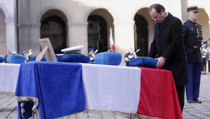 François Hollande rend hommage aux 9 soldats français morts en Espagne