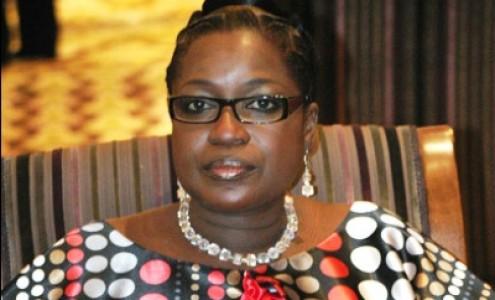 Partage du gâteau: La néo apériste Innocence Ntap Ndiaye reçoit sa sucette