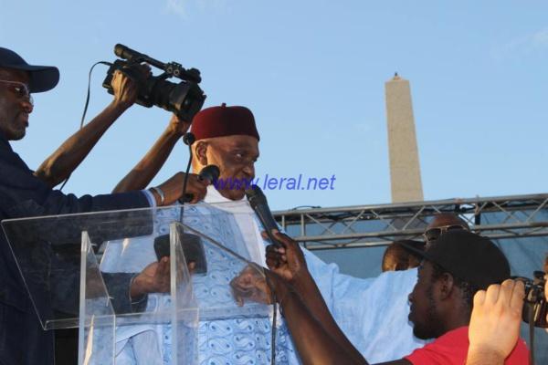Abdoulaye Wade ou le fardeau d'une société