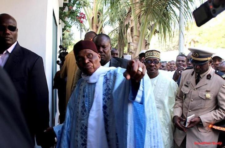"""Me Abdoulaye Wade  à la Crei: """"Qu'on enlève mes maisons du patrimoine de Karim ! """""""