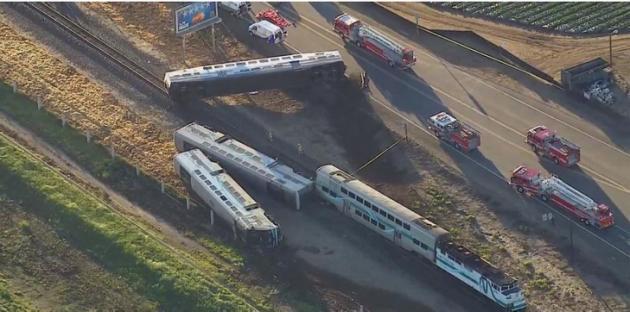 Un train déraille en Californie, au moins 30 blessés