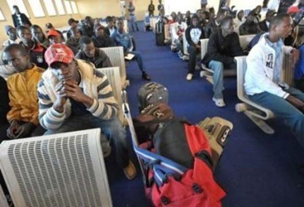 Libye: Les Sénégalais rapartriés reçoivent chacun une enveloppe de 100 000 FCfa, un sandwich et une bouteille d'eau