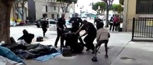 Un sans-abri tué par la police de Los Angeles sous les yeux d'un vidéaste amateur