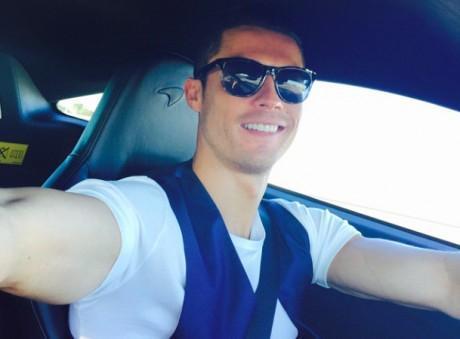 Cristiano Ronaldo : en couple avec une nouvelle bombe ? Il s'achète une nouvelle voiture !