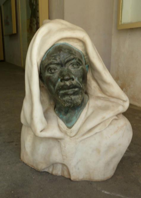 Une sculpture du roi de Dakar