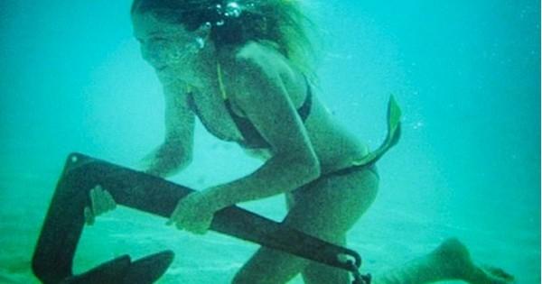 Cette jeune femme a tout plaqué pour vivre sur son bateau et parcourir le monde ! Ça fait vraiment rêver...