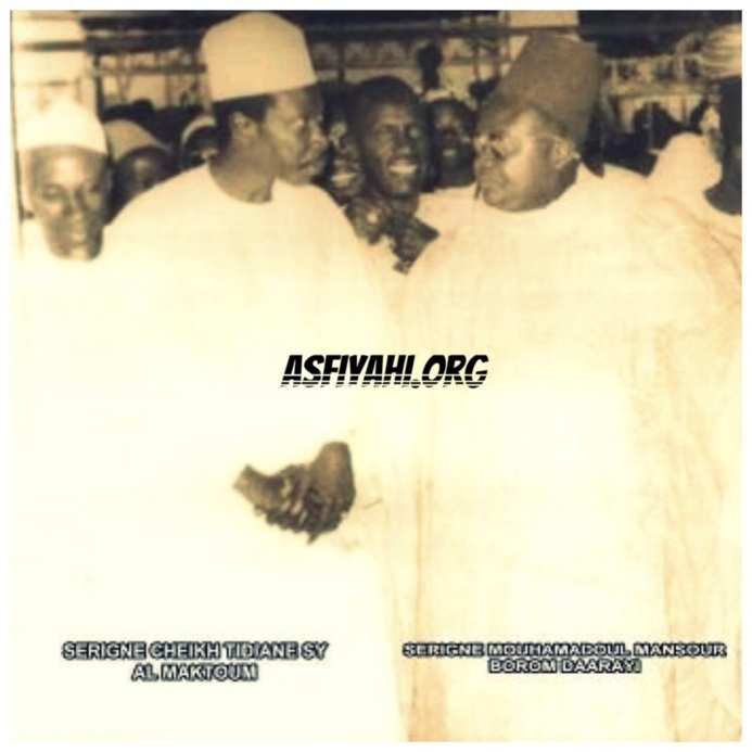 Serigne Cheikh Al Makhtoum et Serigne Mansour Sy à la cérémonie officielle du Mawlid 1982