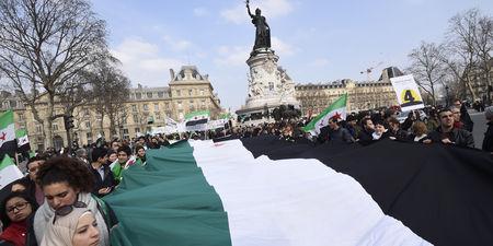 Manifestation à Paris contre Assad et l'Etat islamique