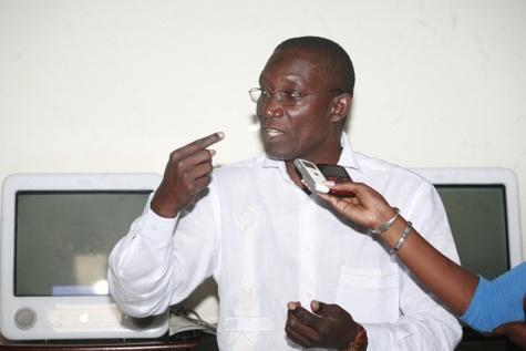 """Me Amadou Sall menace : """"Si jamais Macky Sall fait emprisonner Karim Wade, il ne passera pas une seule nuit de plus au Palais"""""""