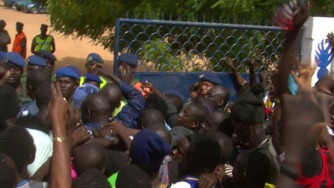 Arrestation de Assane Mbacké: Comment les gendarmes ont expédié le marabout à Diourbel et maté les manifestants