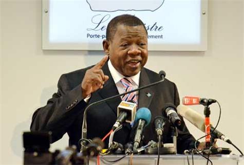 """Lambert Mende, porte parole du gouvernement congolais : """"Y en a marre et Balai citoyen viennent intoxiquer nos jeunes..."""""""