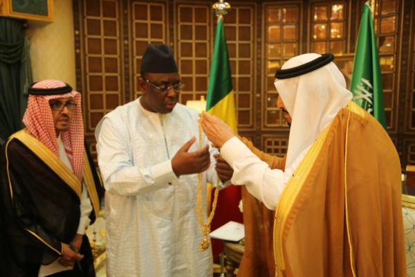 Macky Sall reçu et décoré par le Roi Salman d'Arabie Saoudite