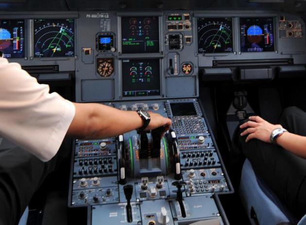 Deux personnes en permanence dans les cockpits Air France et KLM depuis mercredi