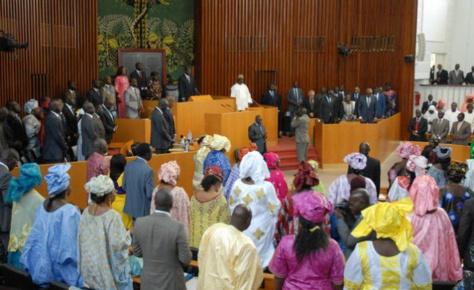Assemblée nationale: Les députés adoptent un projet de loi relatif au statut des fonctionnaires